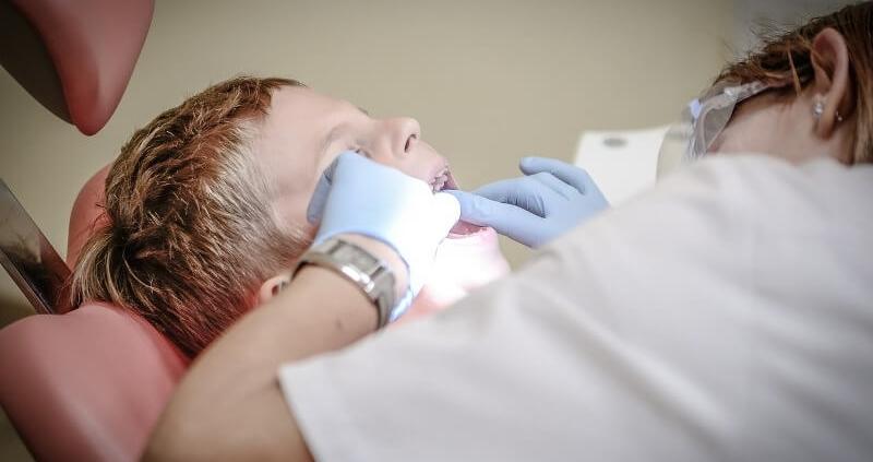 sellado fosas fisuras dentales